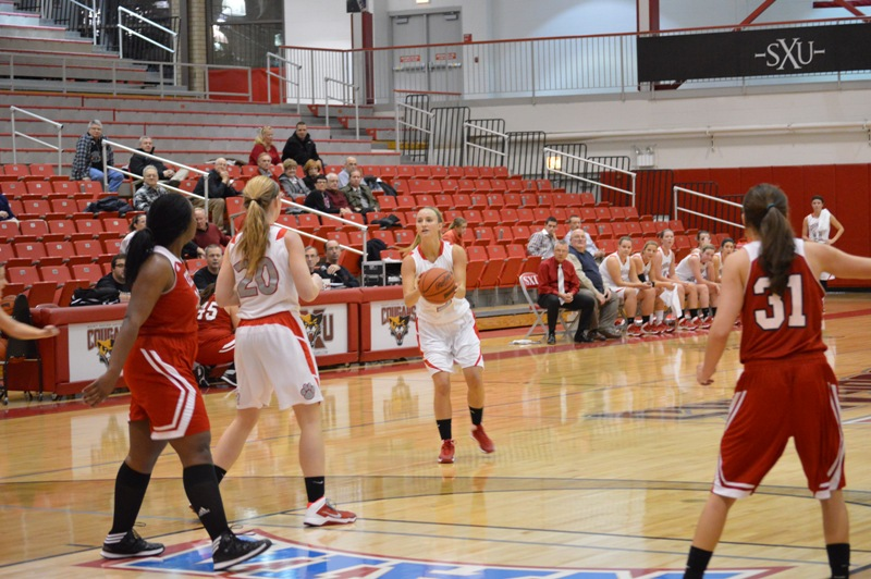 SXU Women's Basketball vs Illinois Tech (Ill.) 1/15/14 - Photo 9