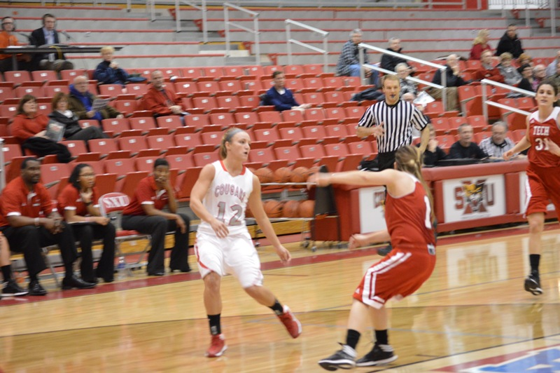SXU Women's Basketball vs Illinois Tech (Ill.) 1/15/14 - Photo 12