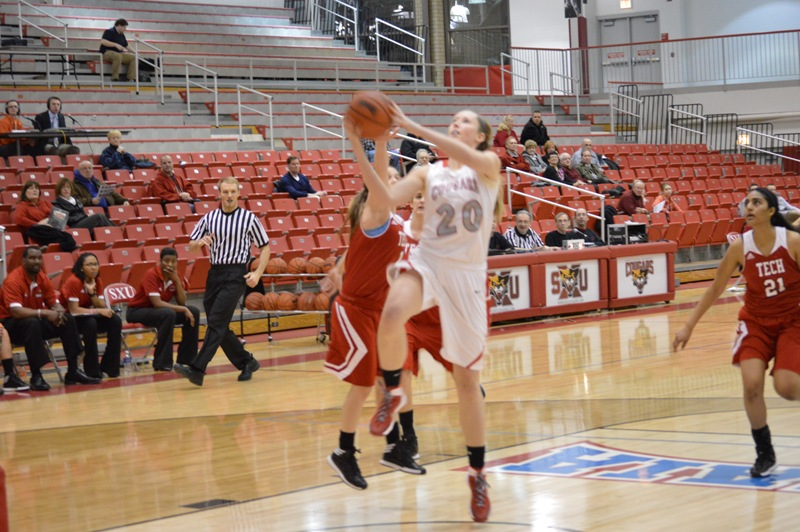 SXU Women's Basketball vs Illinois Tech (Ill.) 1/15/14 - Photo 13