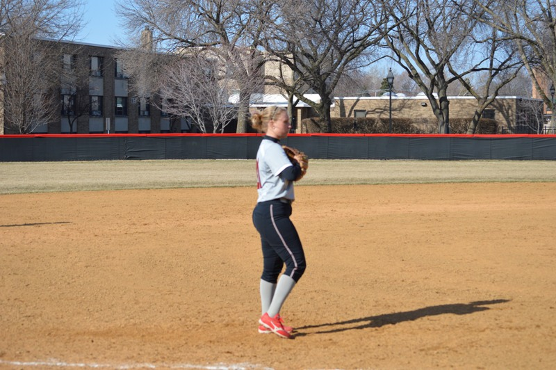 SXU Softball vs Robert Morris (Ill.) 4/1/14 - Photo 5