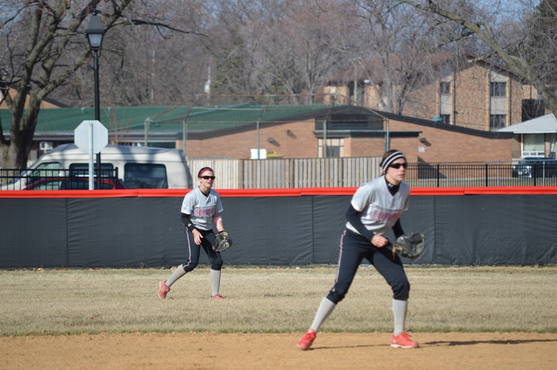 SXU Softball vs Robert Morris (Ill.) 4/1/14 - Photo 9
