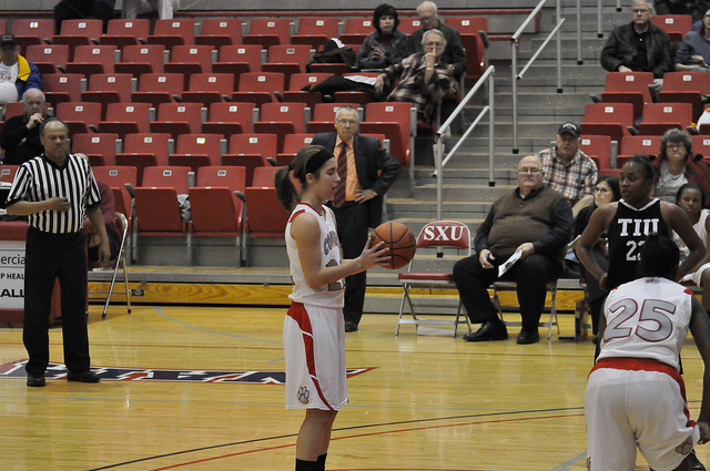 Sophomore guard, Suzie Broski lines up for a free throw