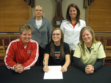 Erin Houlihan (center) signs with the Saint Xavier University softball program