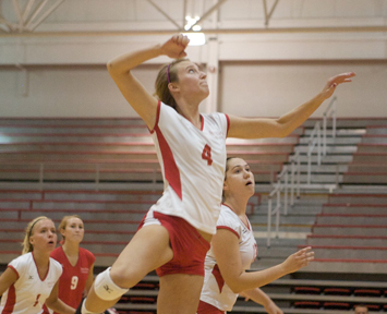 Junior middle blocker Kim Scudder had nine kills for the Cougars Friday