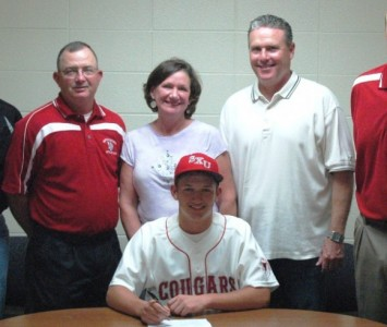 David Gunst signs his letter of intent with SXU