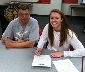 Meghan Falsey signs with Saint Xavier University out of Schaumburg High School