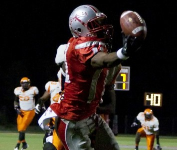 Senior Shane Zackery makes the one-handed touchdown grab in Saturday's win