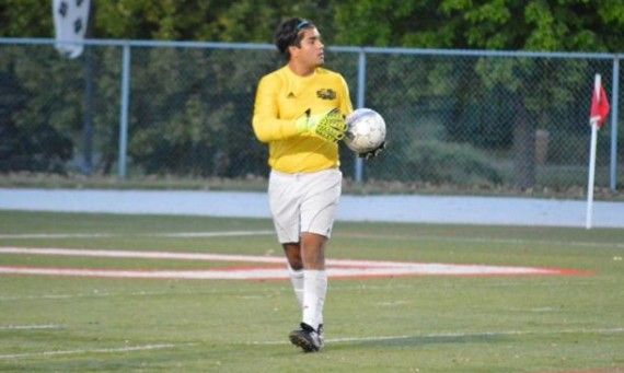 Sophomore Frank Valle had four saves Saturday in SXU's tough 1-0 loss to Aquinas in double overtime