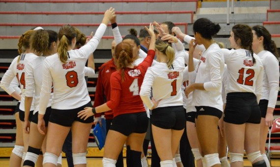 The SXU volleyball team ended its season in the CCAC semifinals Thursday to Indiana-South Bend